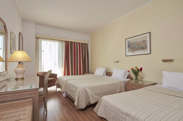 athens hotels with family rooms